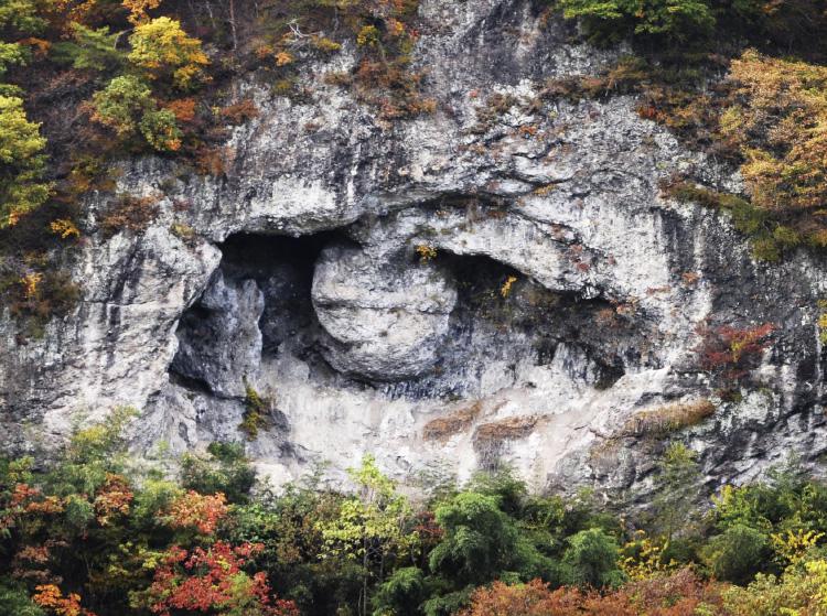 動画:へそ岩