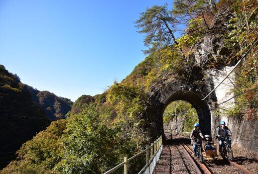 東吾妻町の自転車型トロッコ「アガッタン」
